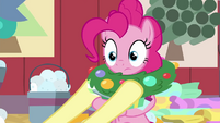 Fluttershy puts wreath around Pinkie's neck BGES2