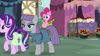 Pinkie Pie spying on Starlight and Maud S7E4