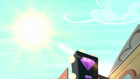 The sun shines in Manehattan S6E9