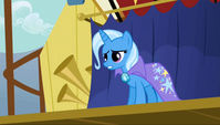 1000px-Trixie talking at Rainbow Dash S1E06