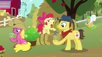 Apple Bloom pours more cider for Sweet Apple Admirer S7E14