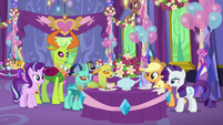 Applejack and Rarity talking to changelings S7E1