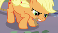 Applejack picks up pulley rope with her teeth S7E9.png