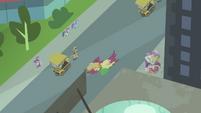 Bird flies away with Spike's hot dog S4E8