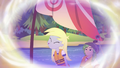 Derpy trying to make a breeze in Gloriosa's memories EG4.png