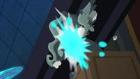 Exploding Statue S4E02