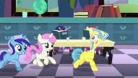 Fillies Minuette and Twinkleshine chasing Lemon Hearts S5E12