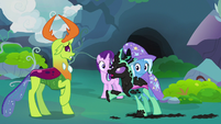 Painted Changeling -an entire can of black paint on me!- S7E17