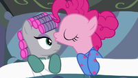 Pinkie Pie kisses Maud on the forehead S7E4