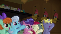 Ponies cheer for DJ Pon-3 and Octavia S9E20