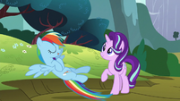 Rainbow Dash draped in coolness S6E6