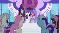 Rarity welcomes ponies to going-out-of-business sale S5E14