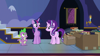 "Twilight ""been meaning to move these older books"" S6E25"