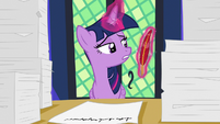 Twilight Sparkle levitating her quill S7E22