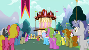Crowd listening to Applejack S2E14