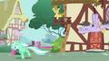 Lyra Heartstrings running S02E17.png