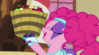 Pinkie holding a bucket of apples S5E21