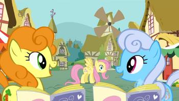 S01E20 Golden Harvest i Shoeshine zauważają Fluttershy