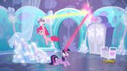 S06E01 Twilight i Pinkie zajmują się Flurry Heart