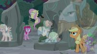 Twilight's friends and Pillars listen to Pony of Shadows S7E25