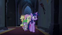 Twilight and friends approach organ chamber S4E03