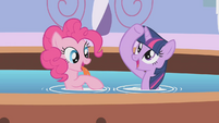 Twilight checks her horn S1E09