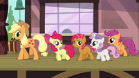 CMC, Applejack and Babs leaving the trainstation S3E04