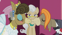 Matilda and Cranky Doodle Donkey kiss S5E9