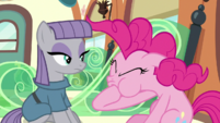 Pinkie's mane goes back to normal S7E4