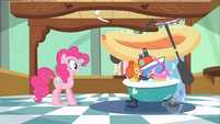 Pinkie Pie bathing the babies S2E13