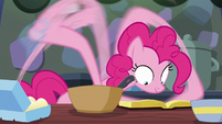 Pinkie follows the cookbook as ordered S6E21