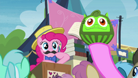 Pony in crowd bids Daruma doll S4E22