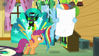 Rainbow looks at Scootaloo's poster S8E20