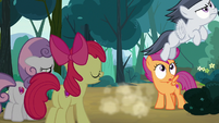 Rumble flies away from the Crusaders S7E21