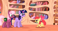 S01E18 Twilight i Cheerilee podchodzą do Apple Bloom