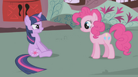 Twilight -the other ponies tried to be subtle- S1E03