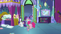 Twilight Sparkle leaving her bedroom S8E2