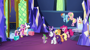 Twilight greeting Shining Armor and Cadance S5E19