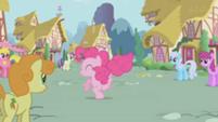 201px-S1E4 BG Ponies watch Pinkie