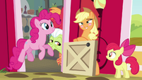 Applejack blushing S4E09
