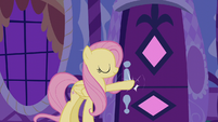 Fluttershy knocks on Rarity's door S6E11