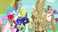 Luna amused, Celestia not amused by carving S9E13