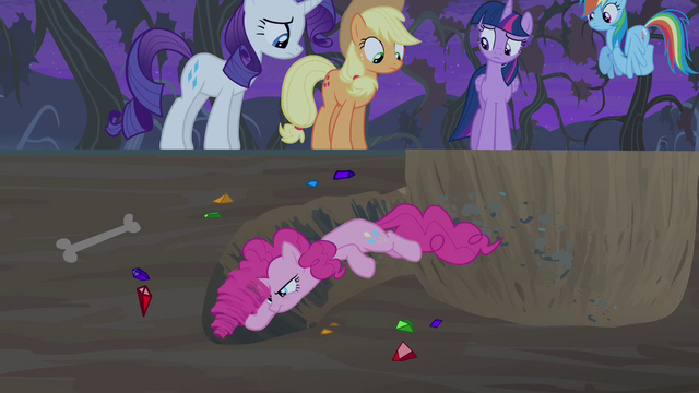 File:Pinkie using mane as a drill S4E07.png