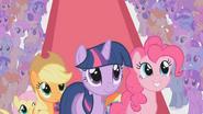 S02E02 Applejack, Twilight, Pinkie Pie