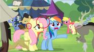 S04E22 Fluttershy ma źle wklejoną grzywę.