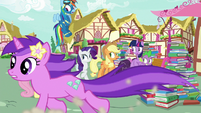 Amethyst Star runs past ponies and Spike S8E18