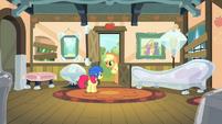 Apple Bloom sees Applejack S4E17