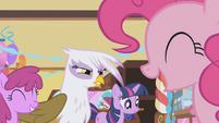 Gilda angry --I wonder-- S1E05
