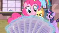 Pinkie Pie 'A paper fan!' S4E08