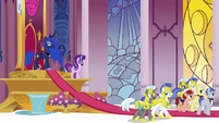 Princess Luna dismisses guards and servants S7E10